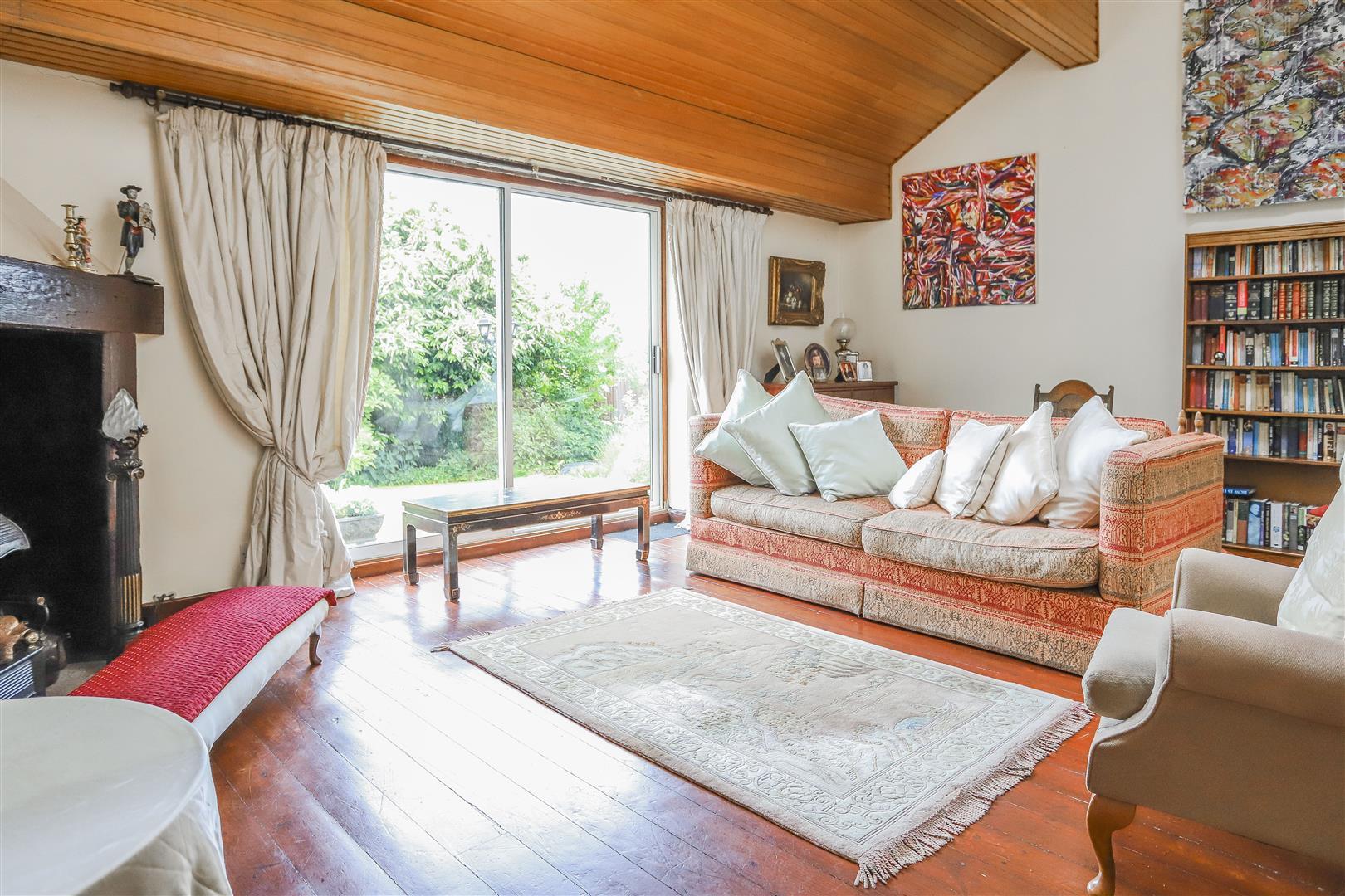 5 Bedroom Detached House For Sale - 6.JPG